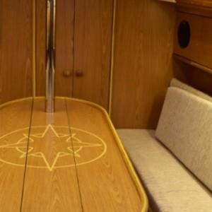 wygoda wewnatrz jachtu-czarter jachtu