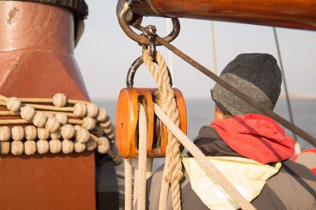 Jachty żaglowe czarter-przepisy i wymagania. Jakie uprawnienia musisz mieć żeby wyczarterować żaglówkę.